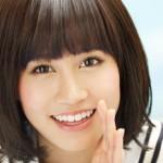 前田敦子さんの前歯の画像(捻転歯気味・歯列矯正)