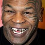 マイク・タイソンさんの前歯の画像(金歯)