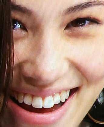 水原希子 前歯の写真