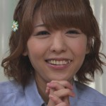 豊崎愛生さんの前歯の画像(八重歯・過剰歯)