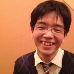 豊島将之七段の前歯の画像(八重歯)