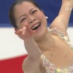 鈴木明子選手の前歯の画像(酸蝕歯)