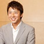 富川悠太アナウンサーの前歯の画像(八重歯)
