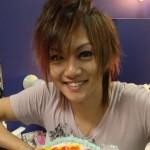 喜矢武豊さんの前歯の画像(左右のズレ)
