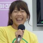 高橋尚子さんの前歯の画像(左だけ差し歯・銀歯)