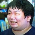 山下恵司さんの前歯の画像(すきっ歯、出っ歯)