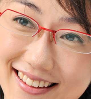 唐橋ユミ 赤いメガネ