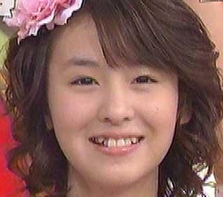 菅谷梨沙子 八重歯