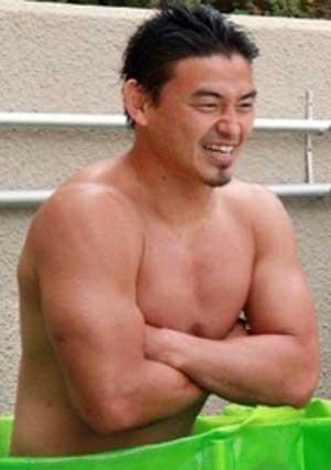 五郎丸歩 裸 筋肉