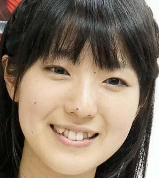 石川由依 前歯の写真
