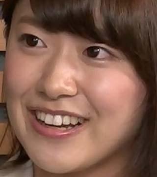 尾崎里紗 前歯の写真