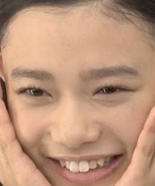 杉咲花 前歯の写真