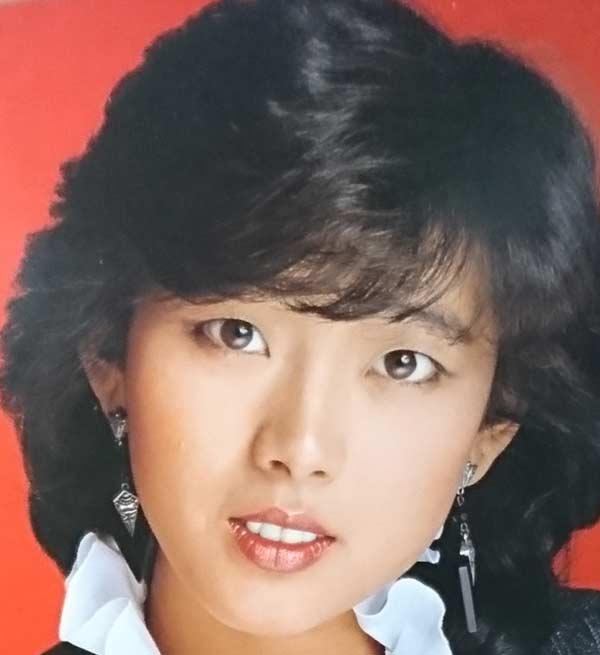 秋本奈緒美 若い頃の写真